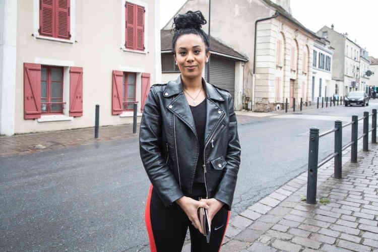 Sofia, 26 ans, étudiante en marketing, n'est pas allée voter au premier tour.«Aucun des candidats ne m'intéressait», dit-elle. Pas question, en revanche, de bouder les urnes au second tour: «Je ne veux pas que Marine Le Pen soit présidente!(…) Elle ne connaît pas la France. Elle n'a pas compris que la France avait évolué, que la France est un mélange de culture et de religion, et qu'on doit tous vivre avec. »