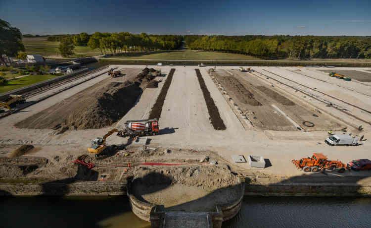 La terre utilisée pour les plantations des parterres, prélevée sur place, a été recyclée après un amendement organique.