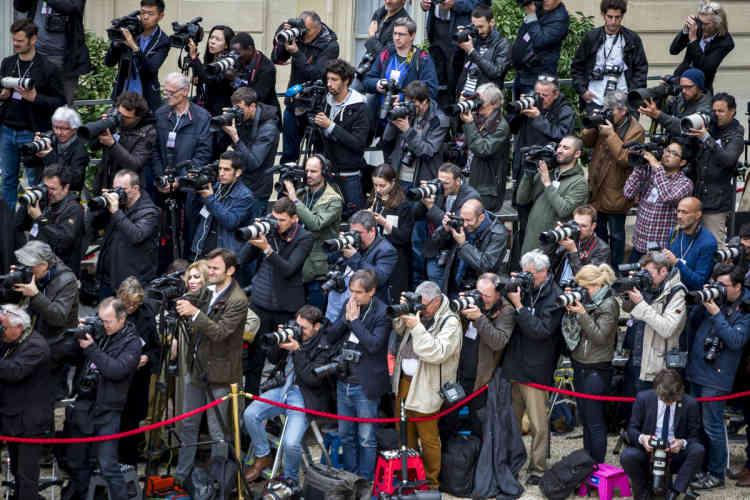 Les journalistes, dans la cour de l'Elysée, le 14 mai 2017.