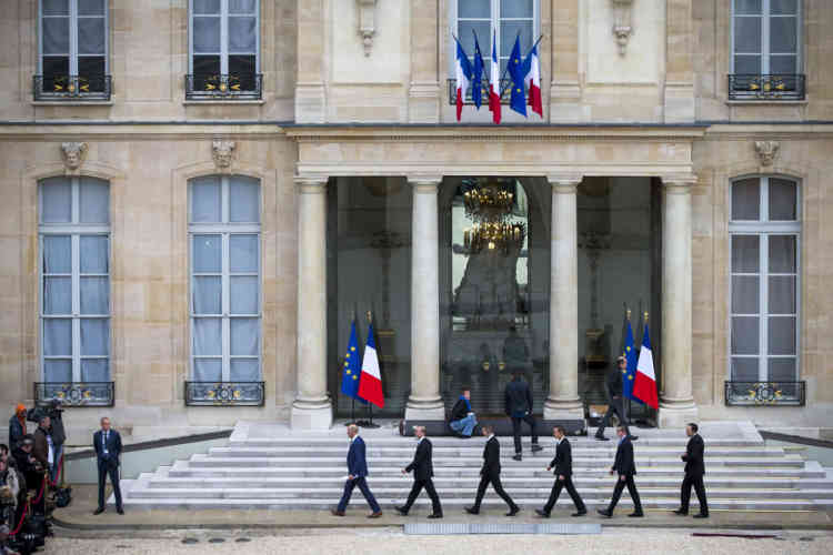 Derniers préparatifs dans la cour de l'Elysée, le 14 mai 2017.