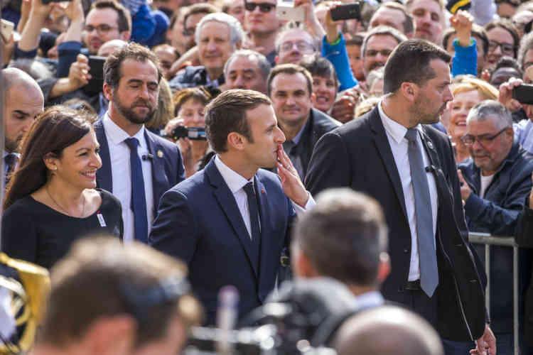 Le président Emmanuel Macron à son arrivée à l'hôtel de ville de Paris, dimanche14mai.