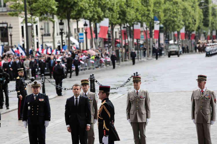 Lors de la cérémonie à l'Arc de triomphe.
