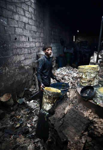 Khodor, jeune homme de 20 ans, dans un atelier, le 2 avril.