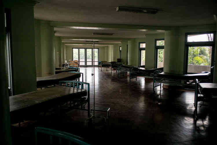 University Hospital, un hôpital public de Caracas, a réduit certaines de ses activités à cause du manque de moyens, pour rémunérer ses employés et se procurer des médicaments.