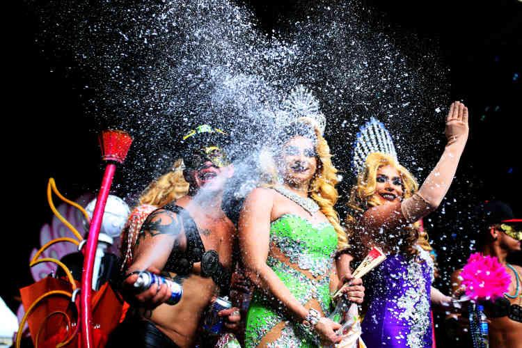 Les reines de la parade à El Salvador, samedi.