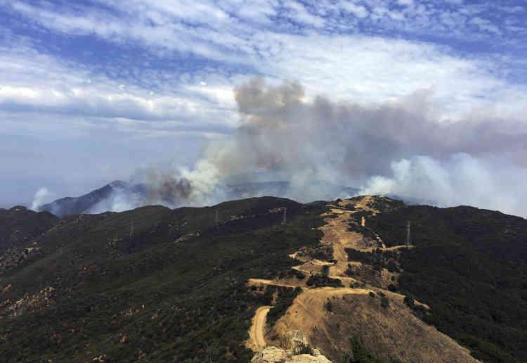 L'incendie pourrait se prolonger encore plusieurs jours en raison des fortes chaleurs et d'un sol extrêmement sec.