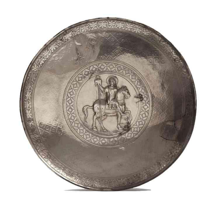 «Ce plat fait partie d'un trésor d'église retrouvé dans la ville de Homs, anciennement Emèse. Cet objet témoigne de la richesse des églises dès le Ve siècle.»