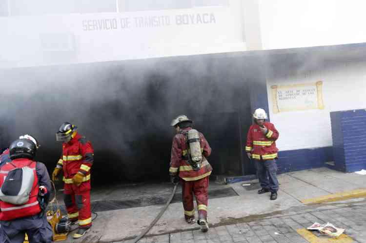 Les affrontements et les incendies ont été nombreux, comme ici dans un commissariat de Caracas.
