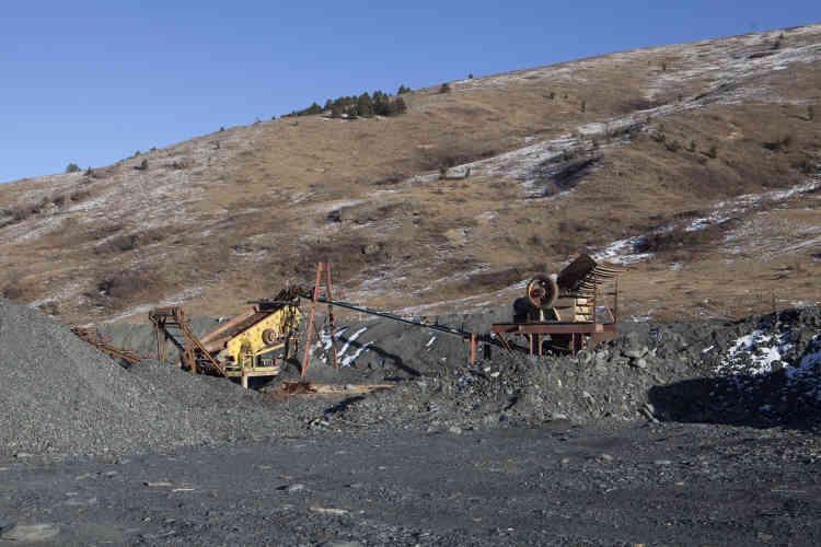 A 17 kilomètres de Jiajika, une mine d'or abandonnée.