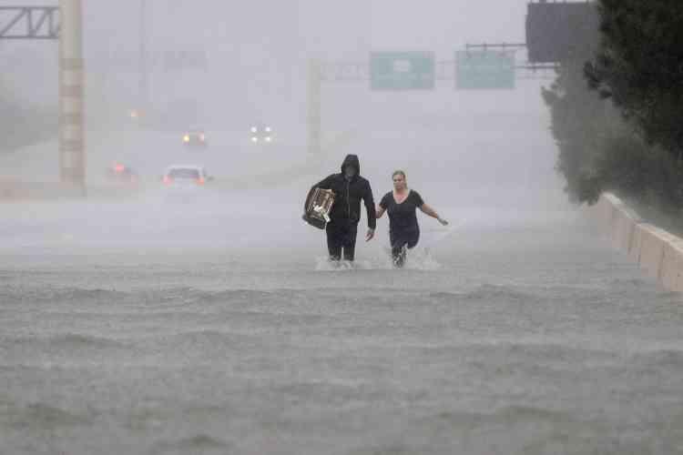 Le pire « jamais vu». Tel est, selonla météorologie fédérale américaine, l'impact attendu de l'ouragan Harvey,qui provoque des inondations catastrophiques dans l'est du Texas et à Houston depuis vendredi 25 août.