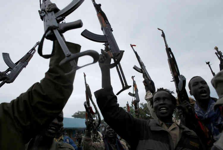 Le Soudan du Sud, riche en pétrole, est devenu la plus jeune nation du monde après avoir obtenu son indépendance par rapport au Soudan voisin, en 2011, après des décennies de conflit. La guerre civile a rapidement suivi en 2013, après que le président Salva Kiir, de l'ethnieDinka, a limogé son vice-président Riek Machar, un Nuer.
