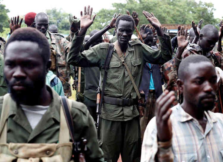 Les révoltés du SPLA-In Opposition (SPLA-IO) prient à Yondu, la veille d'une attaque contre les soldats de l'Armée de libération du peuple du Soudan (SPLA), le 25 août 2017.