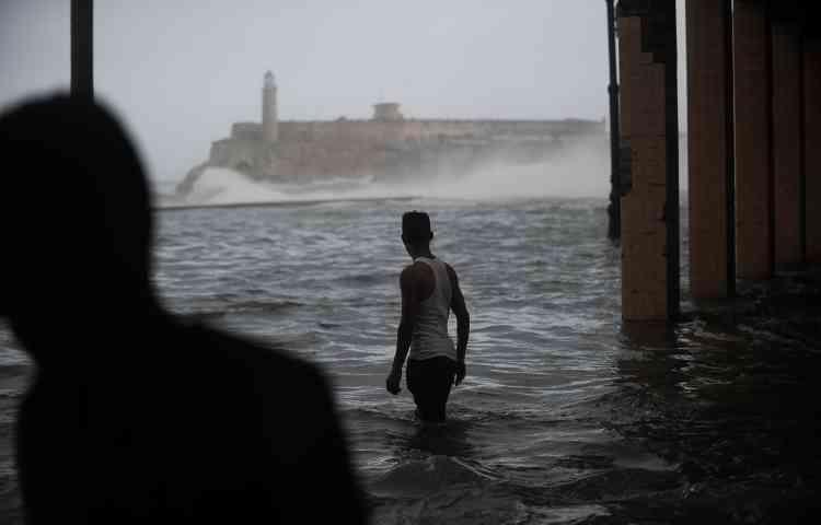 Des vagues allant jusqu'à sept mètres ont été observées sur la côte nord par le service cubain de météorologie Insmet, le 10septembre.