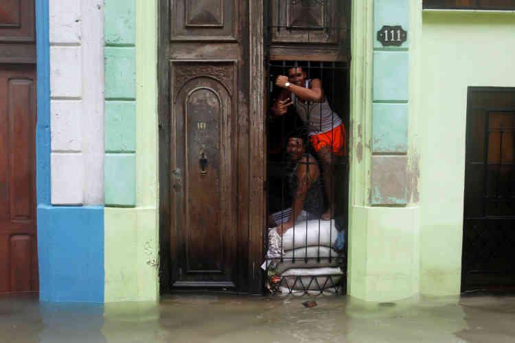 A La Havane, les vagues ont provoqué une pénétration de mer sur quelque 250 mètres à l'intérieur de la ville.