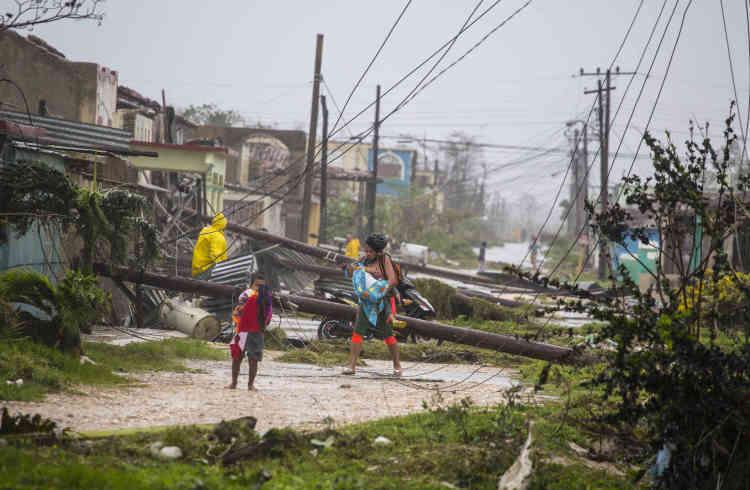 A Caibarien (Cuba). Le 9septembre, les communications demeuraient impossibles avec de nombreuses localités de ces régions, où l'électricité avait aussi été préventivement coupée.