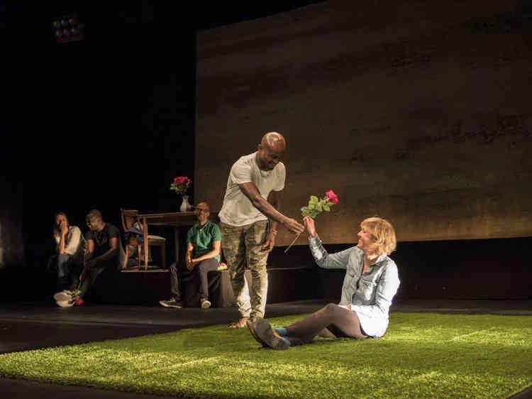 Répétition du Nimis Groupe, un collectif rassemblant des comédiens et des demandeurs d'asile, qui présentait les 4 et 5 octobre son spectacle intitulé« Tous ceux que j'ai rencontrés ne m'ont peut-être pas vu».