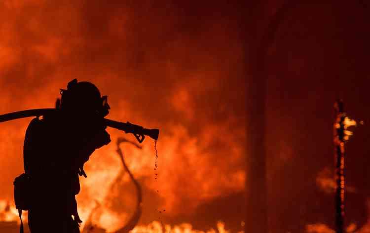 Des ordres d'évacuation ont été diffusés notamment dans les comtés de Napa et Sonoma et les autorités publiaient régulièrement la liste des abris mis à disposition des sinistrés.
