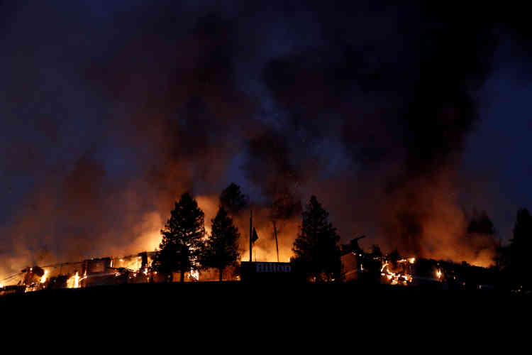 Au total, dix personnes ont perdu la vie. Dans le comté de Sonoma, sept personnes sont mortes d'après son shérif.