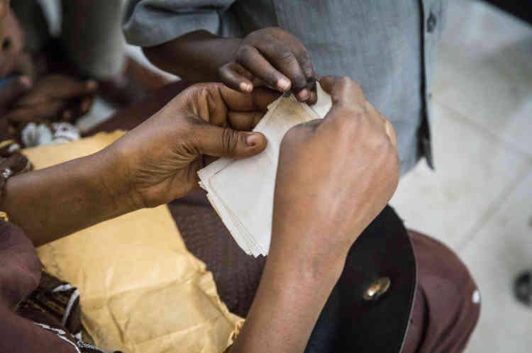 Salle d'attente dans les locaux du HCR. Les candidats à la réinstallation sont, en majorité, des Soudanais (Darfouris) et des Centrafricains.