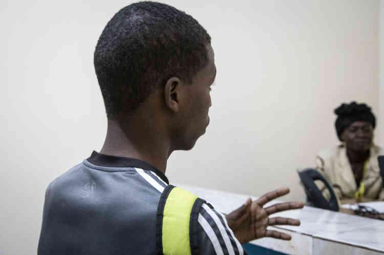 Mahamat, 22 ans, a quitté la République centrafricaine le 5 janvier 2014. Il est l'aîné d'une fratrie de trois garçons, orphelins depuis le conflit de 2013 dans le pays.