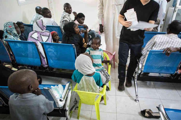 Dans la salle d'attente, des réfugiés ont été retenus par le HCR selon plusieurs critères de vulnérabilité avant d'être entendus par des officiers de protection de l'Ofpra.