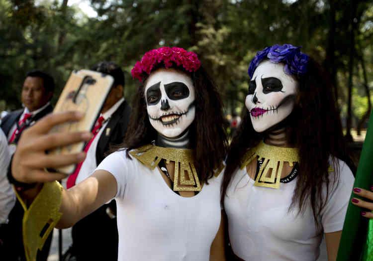 Catrina, cette populaire représentation du squelette féminin au Mexique, a été créée par l'artiste Jose Guadalupe Posada en 1913.