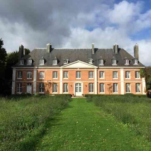 La maison d'André Gide à Cuverville est un manoir du XVIIIe siècle resté intact. Les visites ne sont ouvertes qu'en été.