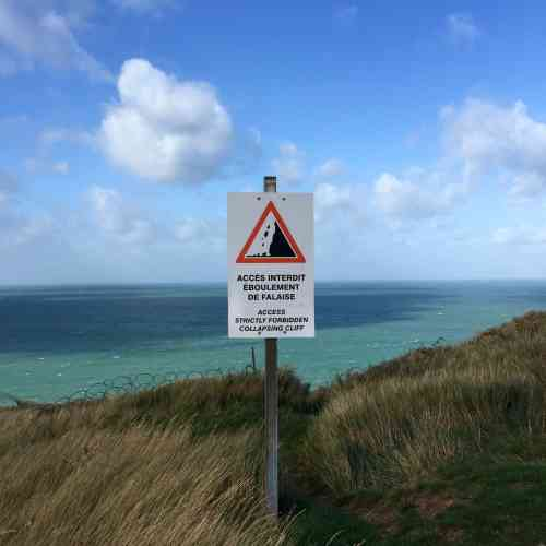 La prudence s'impose partout sur la Côte d'Albâtre, les falaises de craie fragiles s'effondrent par endroit.