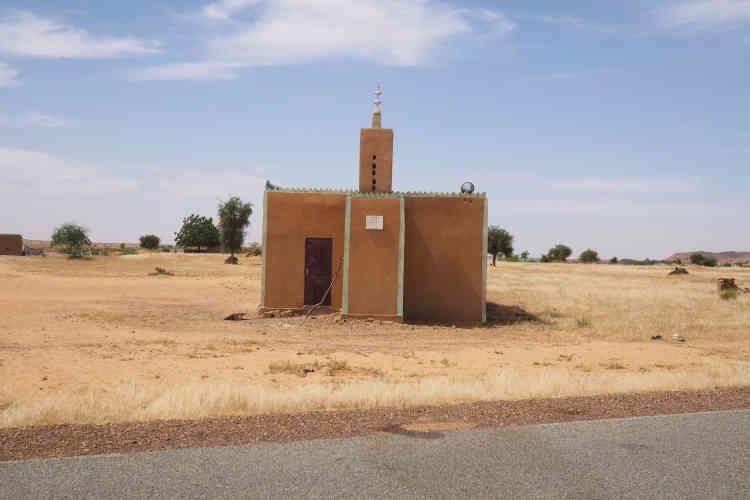 Une mosquée située à la sortie de Yassene, dernier village avant le poste frontière avec le Mali, situé à 20km.