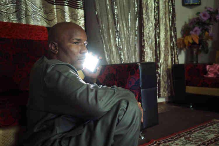 Bachir Ama est un ancien passeur. Il est aujourd'hui président du comité des ex-passeurs d'Agadez et a déposé un dossier de reconversion relatif à la loi 2015-36.
