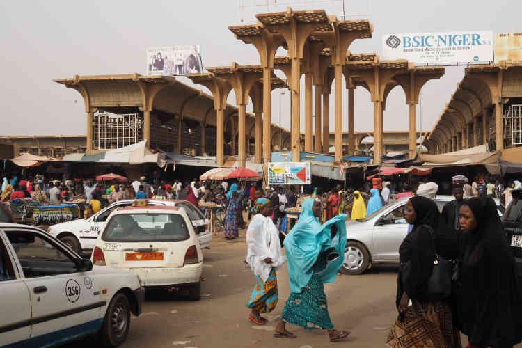 L'entrée du grand marché.