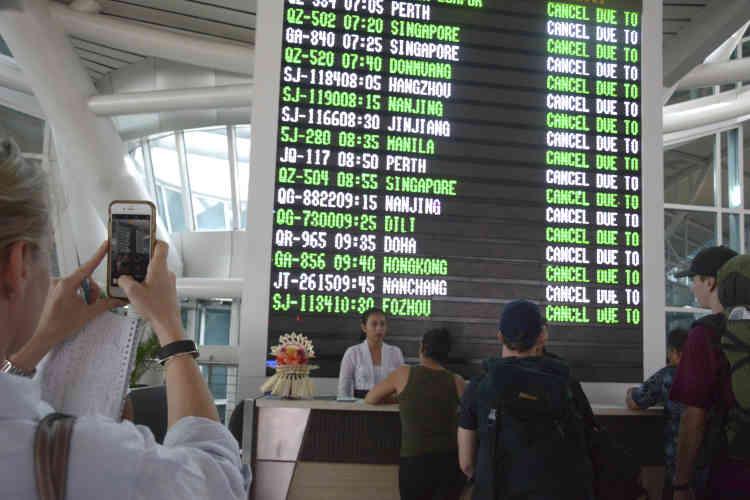 Quatre cent quarante-trois vols ont été annulés à l'aéroport international de Denpasar, capitale de Bali, destination touristique mondiale avec des millions de visiteurs chaque année. Plus de 120 000 voyageurs sont touchés.