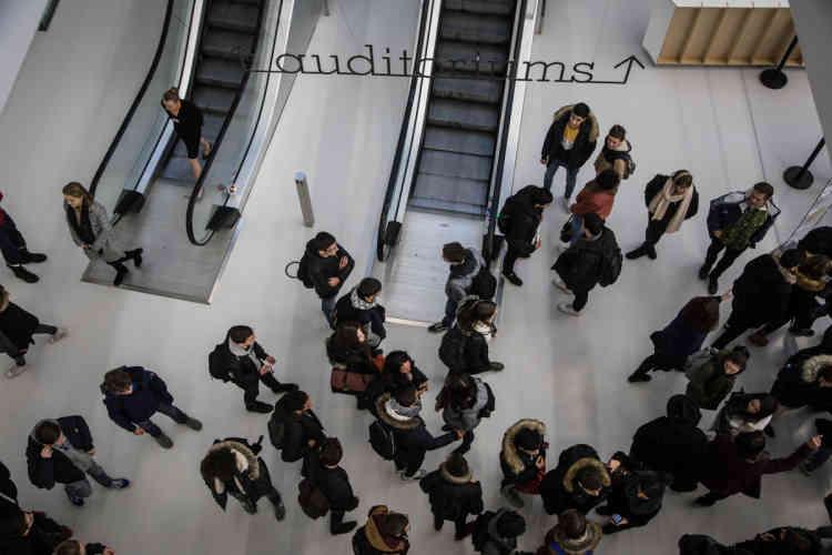 Un temps de rencontre est prévu entre les conférences pour que spectateurs et intervenants échangent et partagent conseils et expériences.