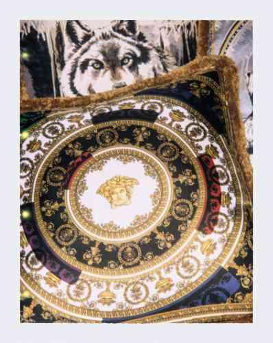 Coussins en soie, IHeart Baroque et Harry, 50×50cm, 290€ chacun, Versace.