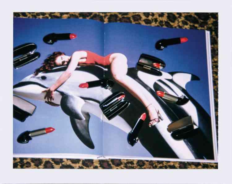 Guy Bourdin. Image maker, Matthias Harder et Shelly Verthime, 150€, Assouline.Rouges à lèvres RougeG, 49€, Guerlain.