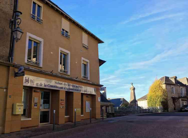 La Maison de services au public (MSAP) d'Ayen, en Corrèze, s'occupe de la gestion dudispositif Ecosyst'm, qui a été mis en place par la collectivité en avril 2014, dans le cadre d'Agenda21, pour pallier un manque de transports.