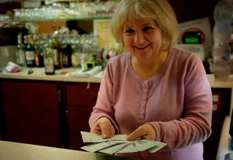 Pour Nadine Borel, propriétaire du restaurant Chez Nadine et partenaire d'Ecosyst'm, «ce dispositif n'a aucun inconvénient et ne coûte presque rien à personne. Le covoiturage classique, type Blablacar, fonctionne pour les grandes distances. Mais Ecosyst'm, c'est bien pour les petites distances, les gens d'ici ».