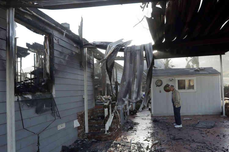 Dick Marsala, habitant de Bonsall, découvre les ruines de sa maison, le 8décembre.