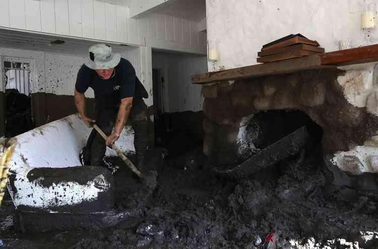 Les coulées de boue ont entraîné la fermeture partielle de la Route 101, qui longe la côte Pacifique.