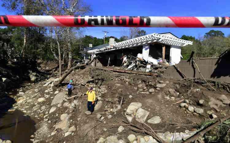 « L'environnement instable continue de présenter un important danger pour les civils et les secouristes » et « les quantités énormes de boue et de débris rendent l'accès et les progrès difficiles », a précisé le comté sur son site internet.
