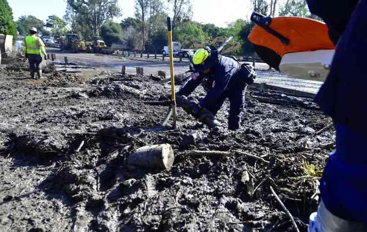 Les fortes pluies qui se sont abattues sur cette région très vallonnée et dont la végétation a été réduite en cendres par de vastes incendies en décembre ont créé les conditions parfaites pour déclencher des coulées de boue.