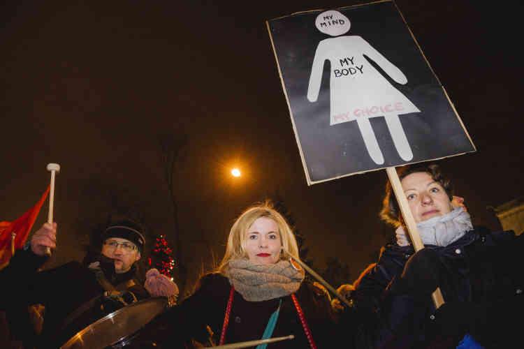 Agnieszka et Anna : « Nous avons participé à toutes les manifestations organisées pour le droit à l'avortement depuis que le débat existe en Pologne. Les femmes doivent être traitées comme des citoyennes à part entière, avec le même respect que les hommes.»