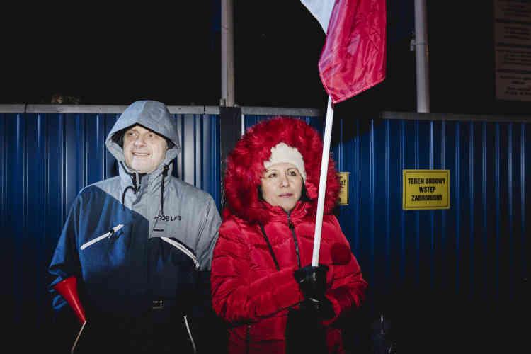 Loris et son mari Marek : « Nous sommes originaires du Pérou et vivons en Pologne depuis 37 ans, nous sommes solidaires des femmes polonaises. Le problème concerne directement nos petits-enfants.»