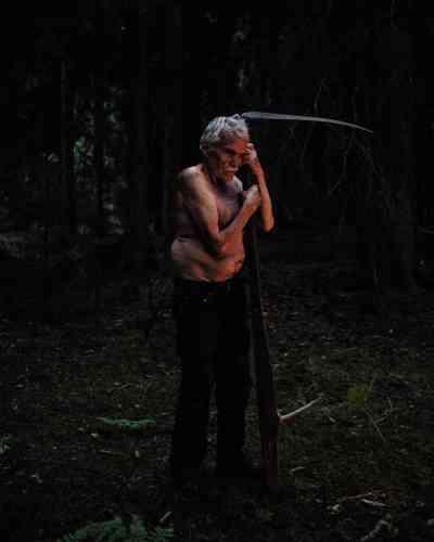 Øyvind Røsdærn, aujourd'hui retraité, vit dans la réservenaturelle de Finnemarka, ausud-ouest d'Oslo. Ce descendant de « Finlandais de la forêt » se fait appeler Mattis, du nom d'un Skogfinn dont les traces remontent à 1798 (Finnemarka, 2017).