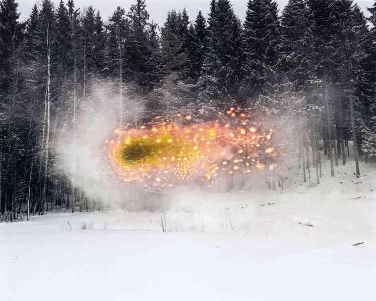 Le photographe a brûlé son cliché enréférence au feu, élémentfondateurde l'identité des Skogfinn(lac Skasen, Grue Finnskog, 2016).