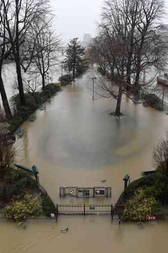 La Mairie de Paris se dit très «vigilante» face au risque de débordement des nappes phréatiques: «On a commencé à avoir des remontées d'eau dans des parkings des 12e et 13earrondissements», explique à l'Agence France-Presse Colombe Brossel, adjointe à la sécurité.