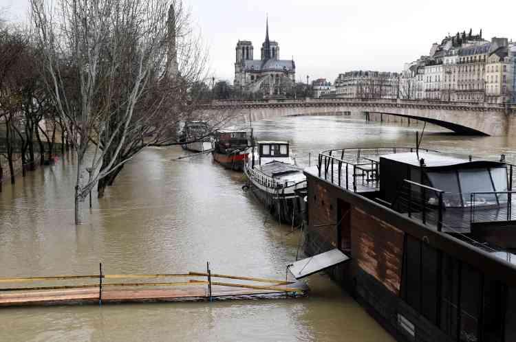 La Ville surveille également la situation de la crypte de la cathédrale Notre-Dame, où «les œuvres peuvent être évacuées en deux heures» si nécessaire.