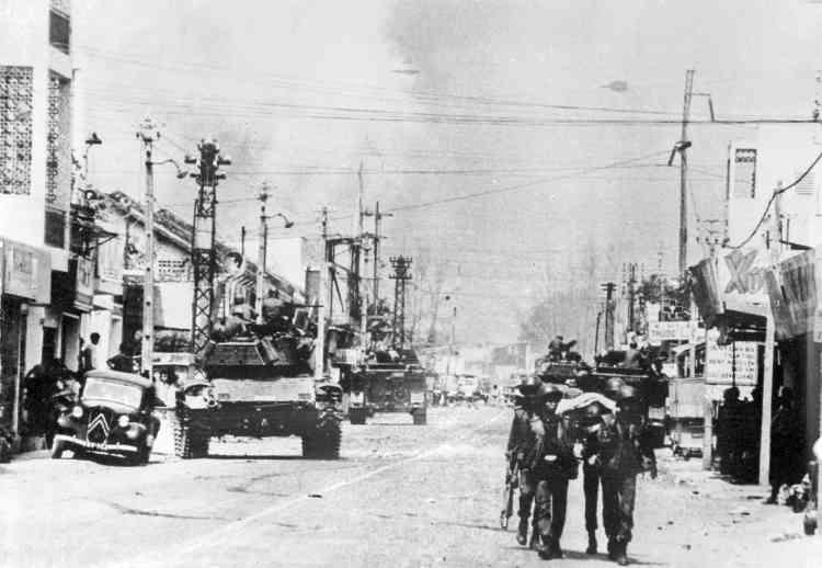 Dans une rue de Saïgon, pendant l'offensive.
