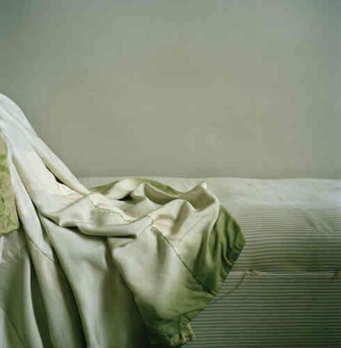 «Susannah Baker-Smith hybride les techniques et les papiers pour délivrer des images poétiques. Ses photographies sont une plongée dans le monde de l'inconscient et de la rêverie.»
