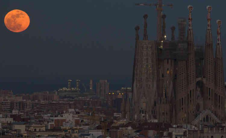 La basilique Sagrada Familia à Barcelone, en Espagne.